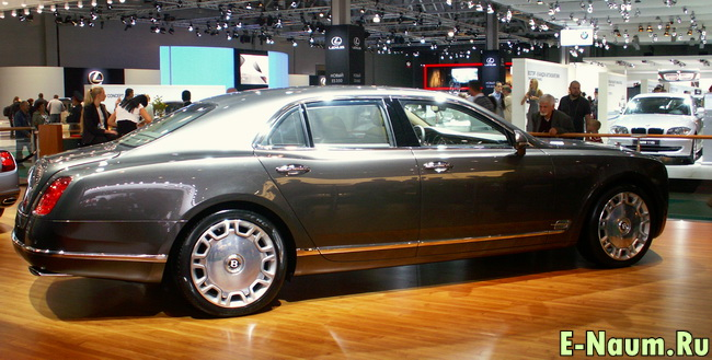 Bentley Mulsanne в профиль